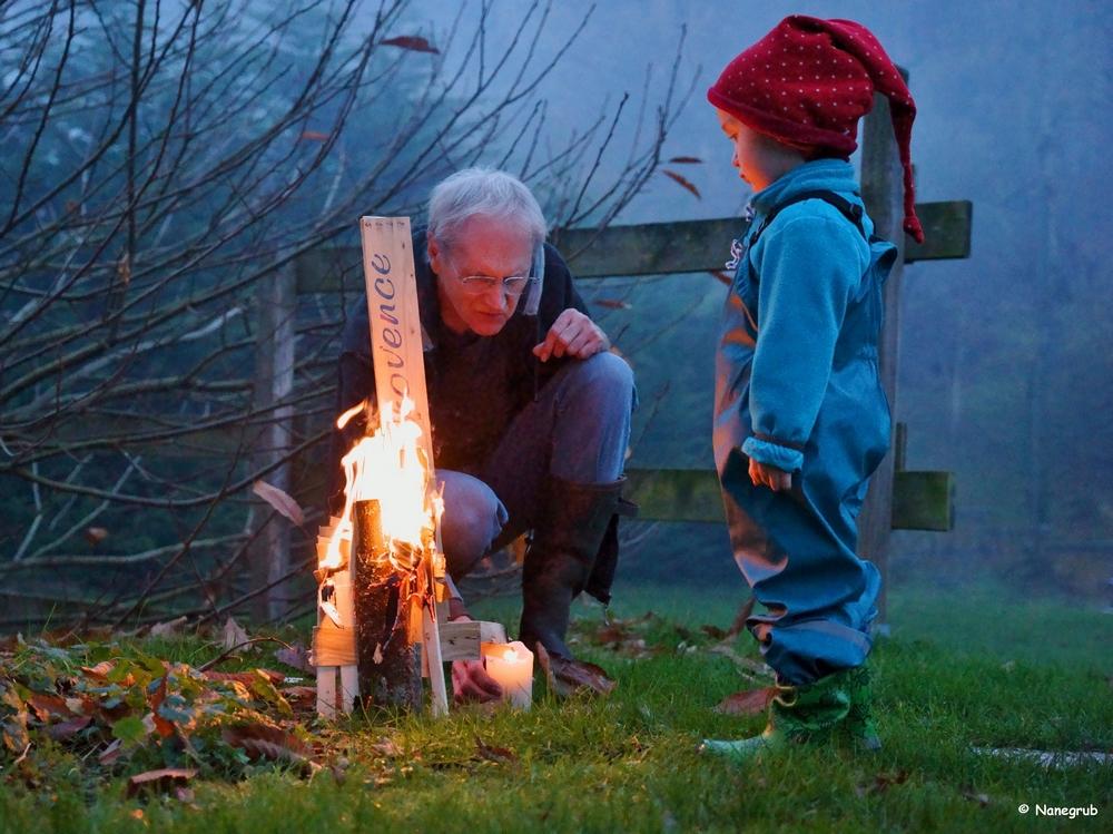 DSC00793 Noah et Papy - le feu